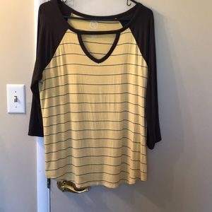 Maurice's xl yellow and black top